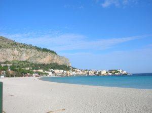 Монделло пляж в декабре