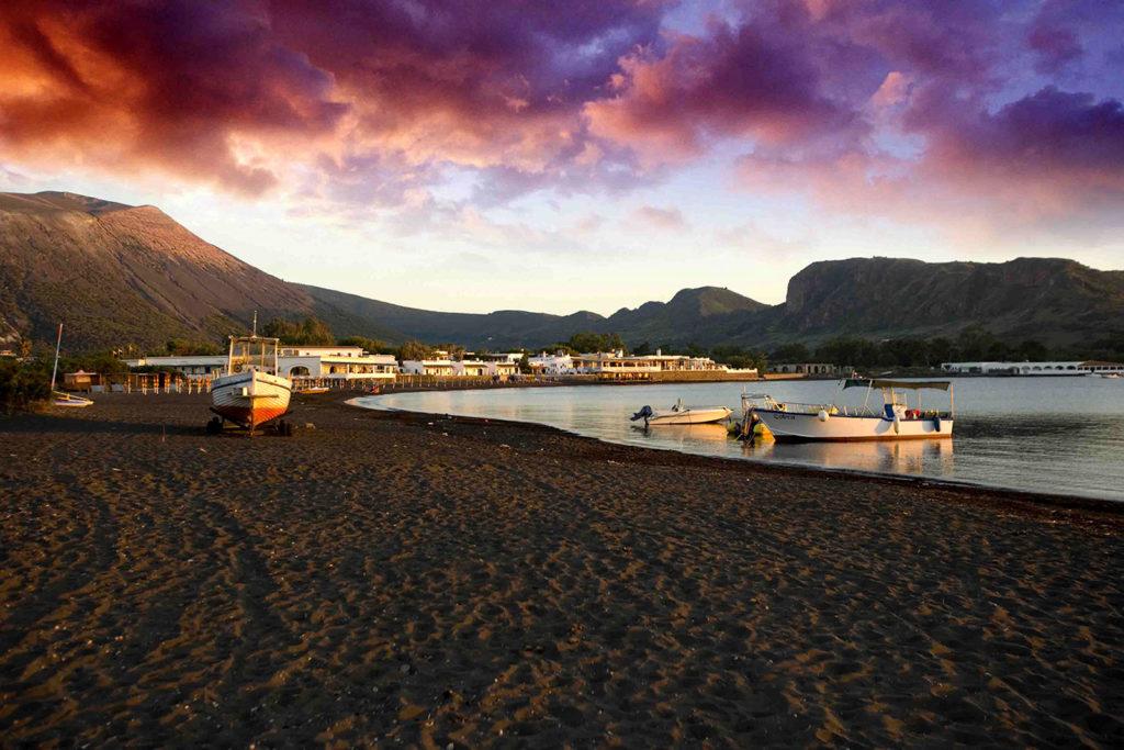 Черные пляжи Сицилии