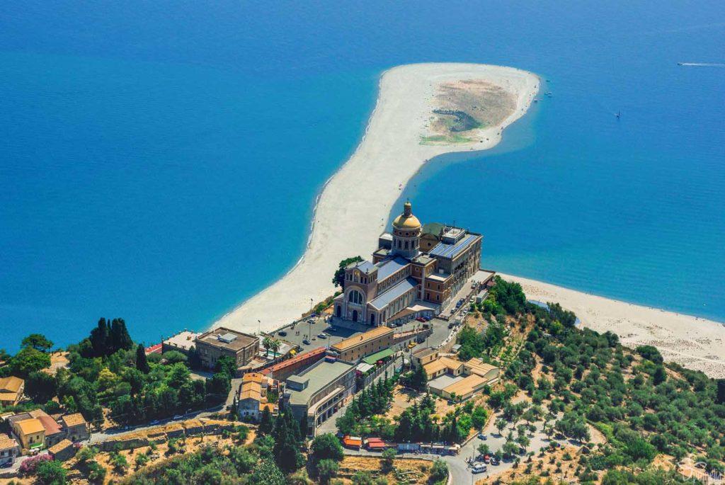 Пляжи Сицилии. Тиндари.