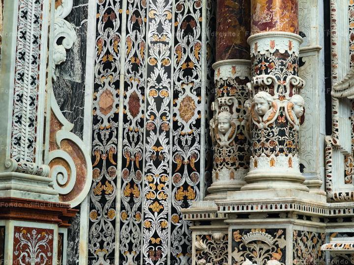 Церковь Каса ПРофесса, детали мраморной отделки
